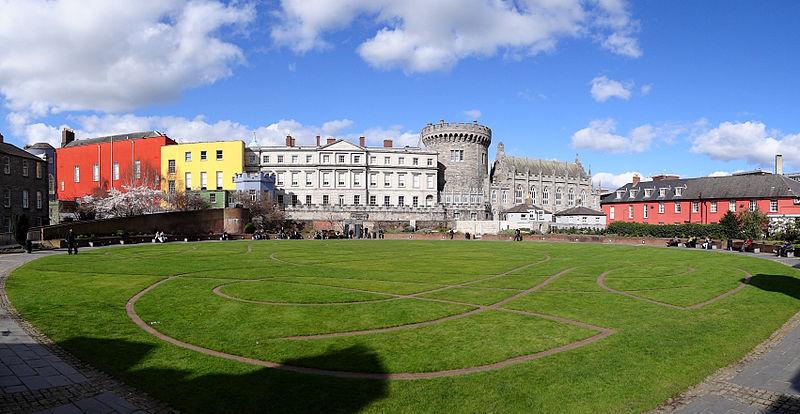800px-Dublin-Castle-Green-Park-2012